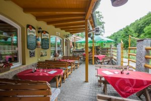 utulny-penzion-s-restauraci-zahradnim-bazenem-a-wellnes-romanticka-lokalita-udoli-oddechu-brno-bystrc_3